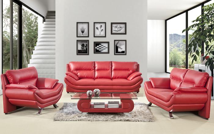 idée quelle couleur associer au gris, fauteuil et canapé rouge, table pieds rouges avec plateau en verre, tapis gris et mur gris perle