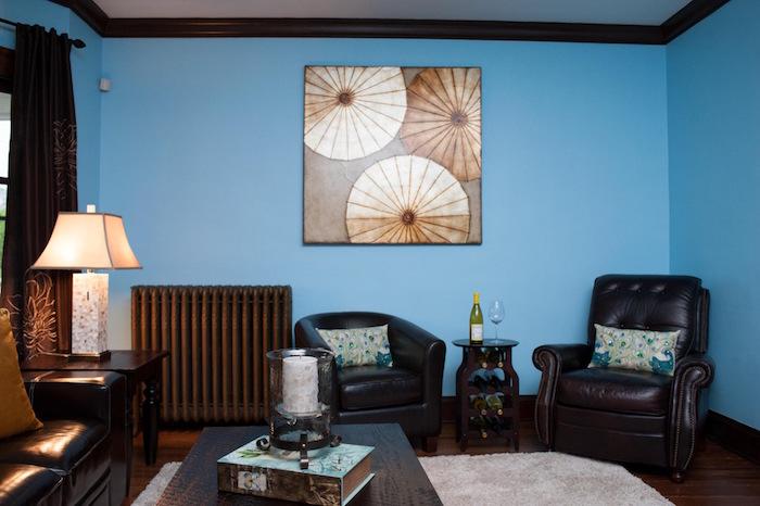 exemple mur bleu clair et quelle couleur avec le marron foncé