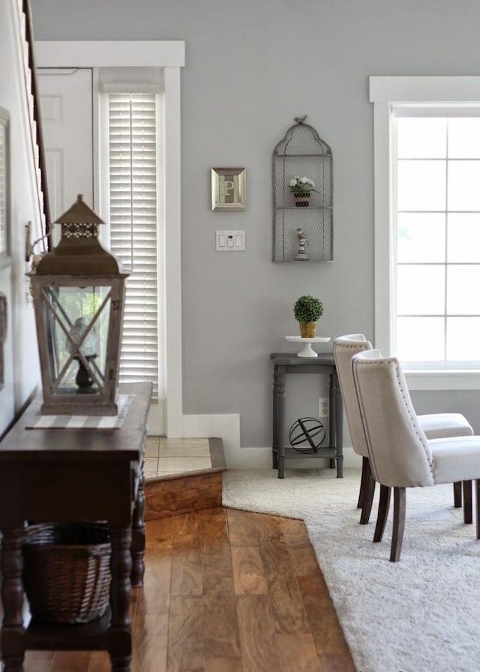 association de couleur avec le gris clair blanc et perle