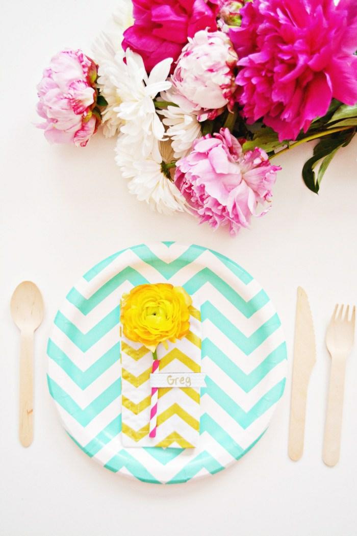 Ravissante idée marque place anniversaire simpe idée table festive
