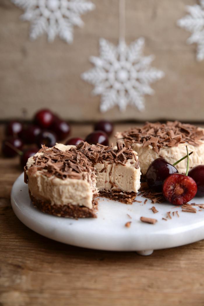 recette de cheesecake original sans cuisson à la crème de marron, au chocolat et aux cerises, recette chataigne façon cheesecake