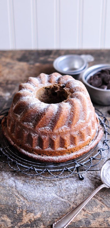 recette de gâteau bundt festif à la crème de marrons et aux pépites de chocolat saupoudré de sucre glace, recettes chataignes sous forme de crème