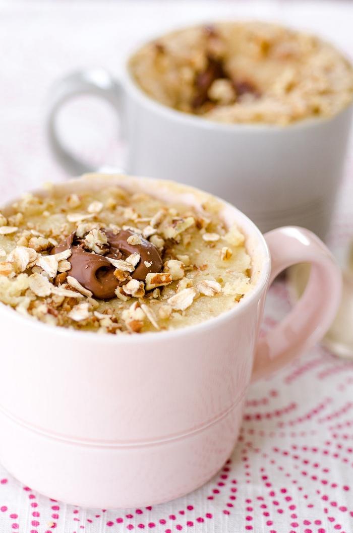 une recette mug cake originale petit déjeuner aux flocons d'avoines et au chocolat