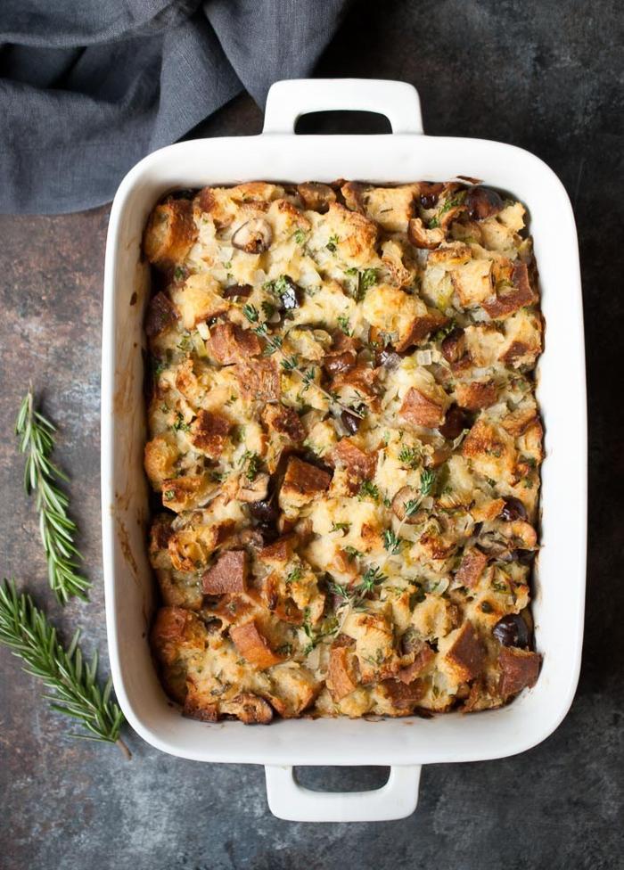 recette savoureuse de farce à base de marrons, de pain de campagne et d herbes, recettes chataignes d accompagnement de volailles