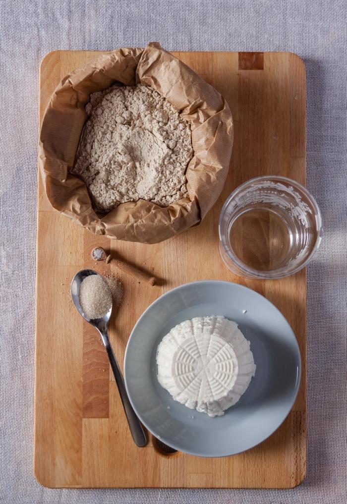 des crêpes italiennes necci à base de farine de marrons garnies de ricotta, recette marron facile de la cuisine italienne