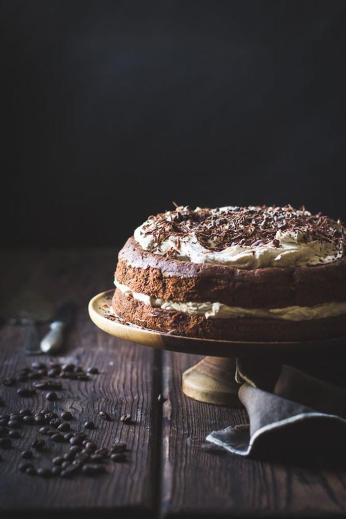 un gâteau sans glaçage à la garniture de crème de châtaignes, recette avec chataigne pour garnir vos gâteaux maison