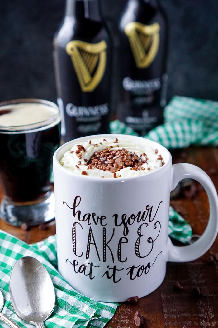 recette originale de gateau mug au chocolat et à la bière guinness prêt en moins de cinq minutes