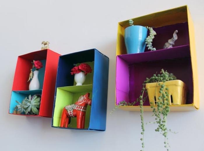 idee creation deco avec des boîtes à chaussures recyclées et repeints pour être transformées en étagères simples