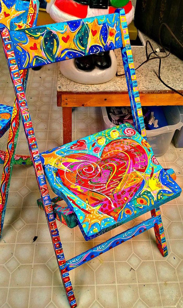 repeindre chaise en couleurs originale meuble en bois