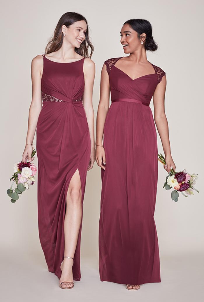 des robes de cérémonie mariage dépareillées couleur bordeaux, silhouette élégante en robe empire à mancherons