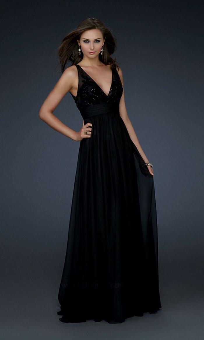 robe longue fluide, décolleté teiangulaire, coupe évasée, tenue officielle