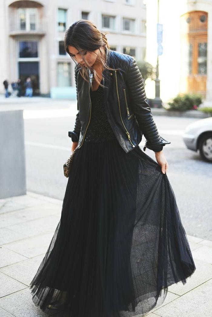 robe longue noire, robe tulle avec veste en cuir noir, jolie tenue streetstyle