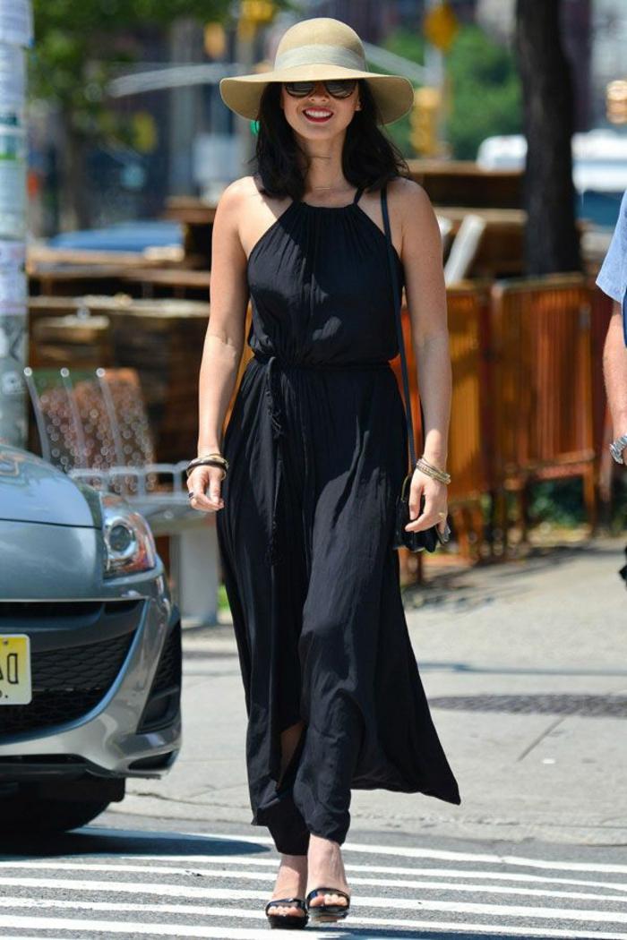 robe longue noire, chapeau à périphérie beige, lunettes de soleil, tenue streetsyle