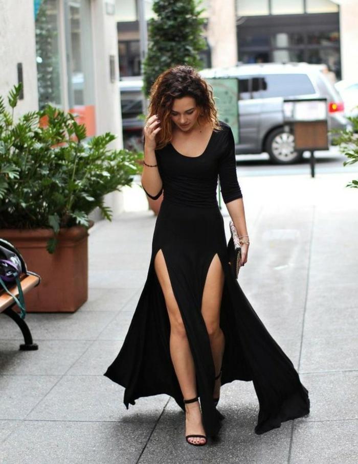 robe manches longues, sandales hautes noires, tenue élégante