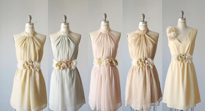 cortège nuptiale en robes courte en matières aériennes avec ceintures florales