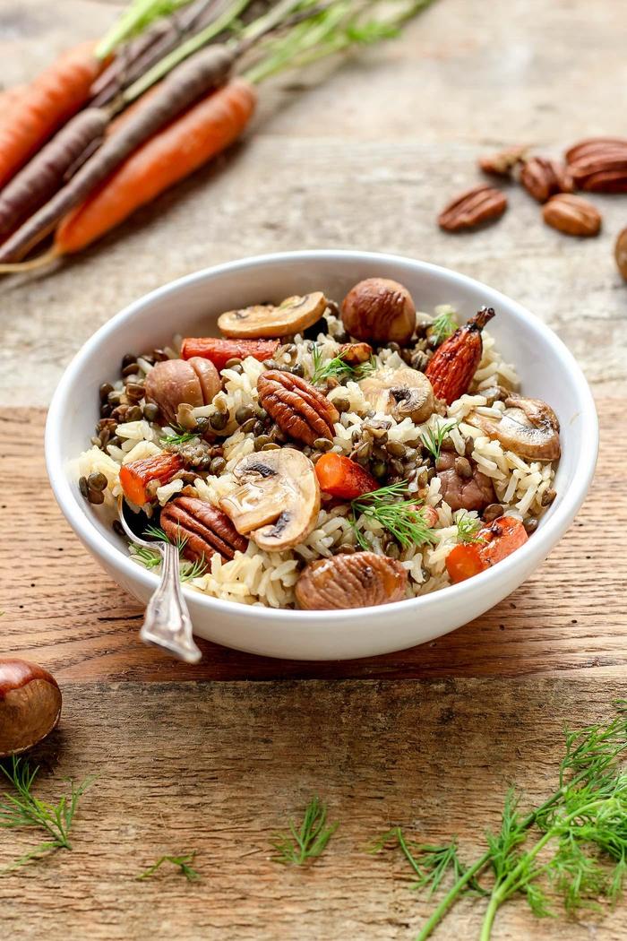 une recette chataigne vegane, salade d'automne au riz brun, aux carottes rôties et aux champignons