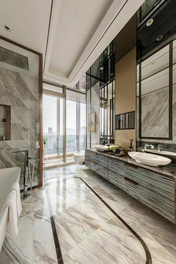salle de bain cocooning, revêtement de sol et murs et marbre, plafond blanc