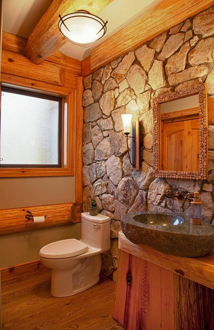 salle de bain cocooning, décoration rustique, poutres en bois, vasque en pierre, comptoir en bois