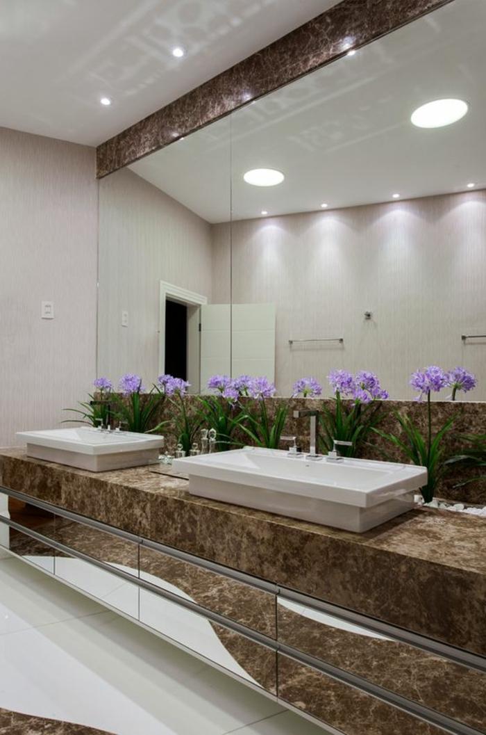 salle de bain cocooning, vasques blanches rectangulaires, galets blancs décoratifs