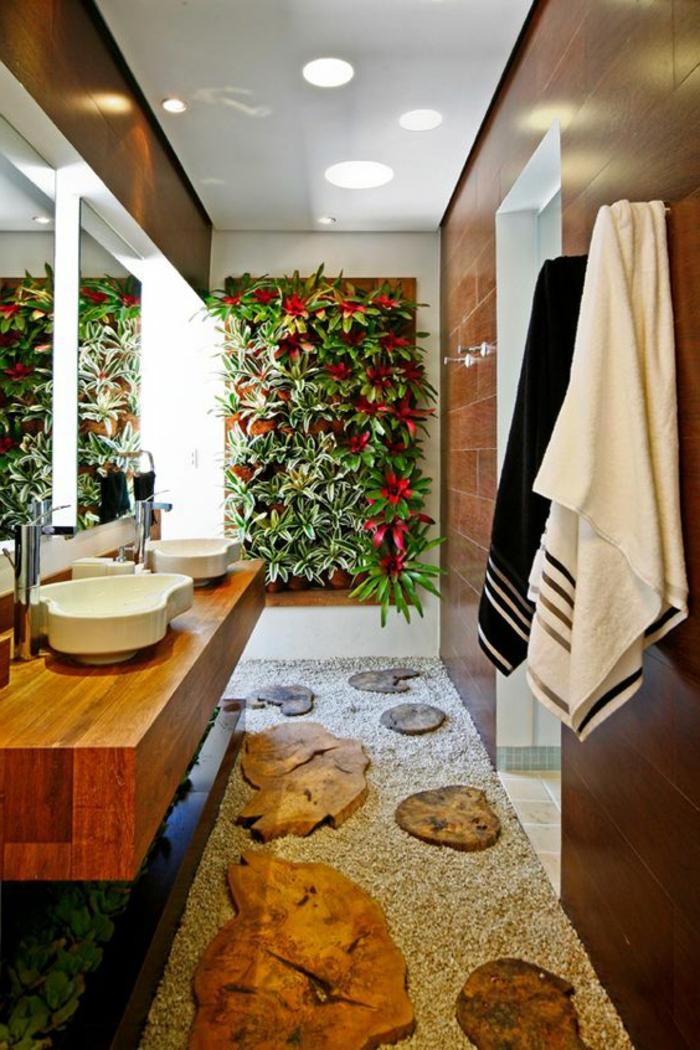 salle de bain zen, mur végétal, carrelage marron, pas japonais au sol
