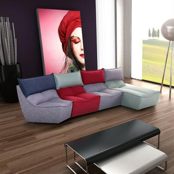 salon gris et bois, sol en bois, sofa gris et rouge avant-garde, peinture artistique