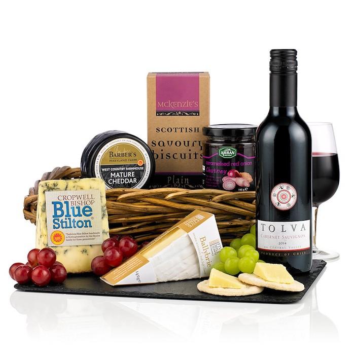 sélection de vins et des fromages, idée de cadeau gourmand à offrir pour la fete des papy