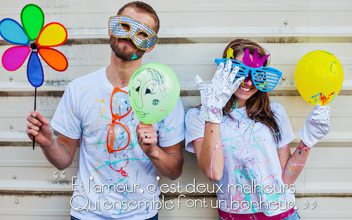 phrase d amour, la vie en couleurs, t-shirts violet peints en couleurs, couple heureux