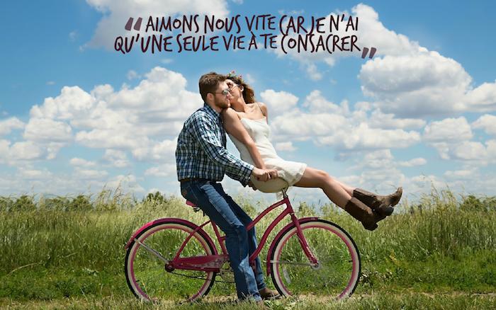 phrase romantique, balade couple amoureux, chemise homme carré en vert et bleu, bottines marron femme