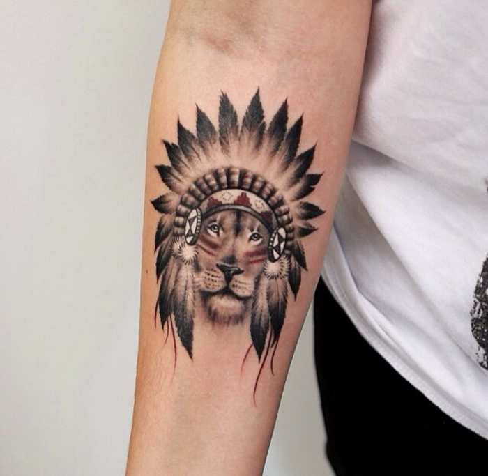 Zodiaque lion tatouage de lion pectoraux lion god tattoo tribal