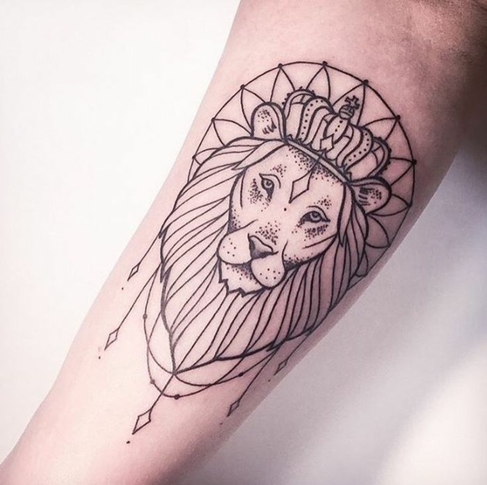 Lion rose tattoo tete de lion tatoo idée tattoo lion tribal adorable idée couronne