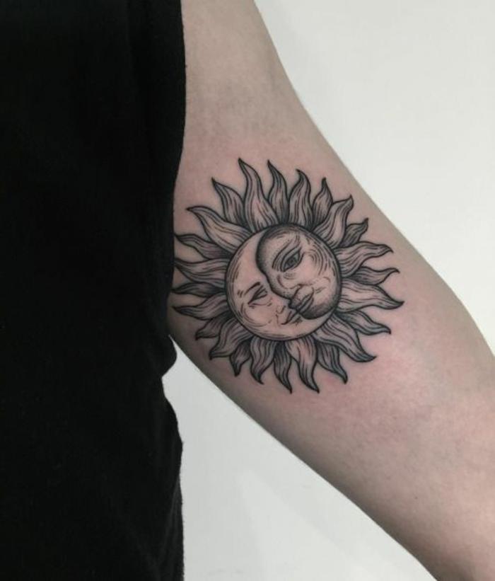 signification tatouage lune, l'amour entre la lune et le soleil, design unique