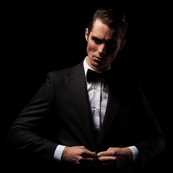look homme d'affaires, costume et papillon noir élégance et style masculin