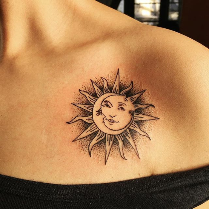 soleil tatouage, les deux amants célestes, tatouage sous clavicule femme, cool design
