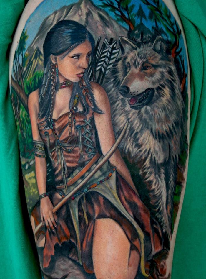 idée tatouage, art corporel symbolique sur le bras, tatouage en couleur avec femme et loup