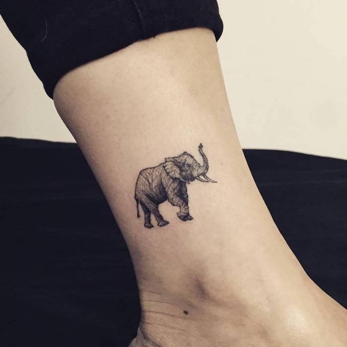 art corporel sur la cheville, modèle de tatouage pour femme avec silhouette éléphant