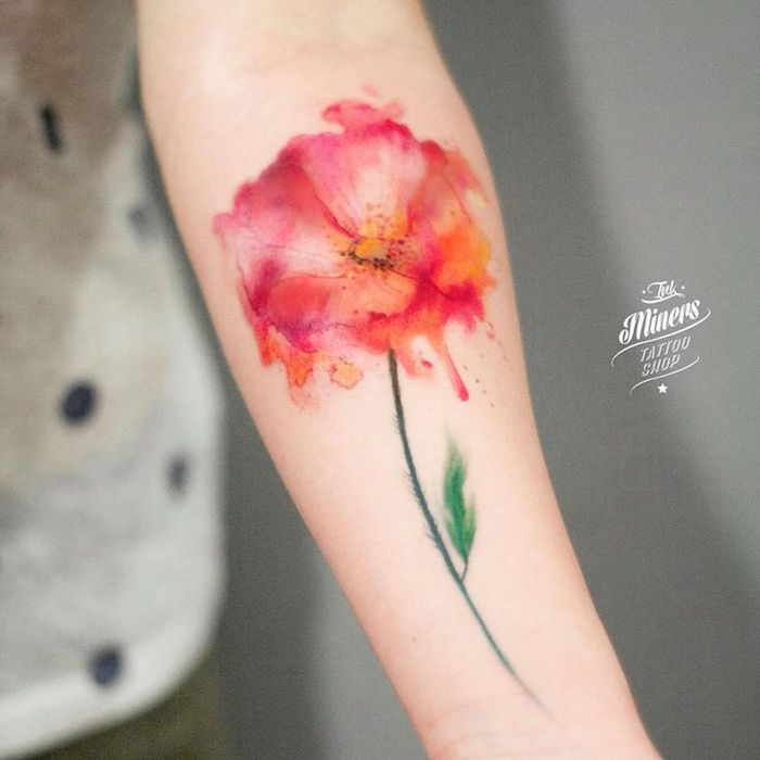tatoo coquelicot tatouage fleur couleurs orange rose aquarelle watercolor sur avant bras femme the miners tattoo
