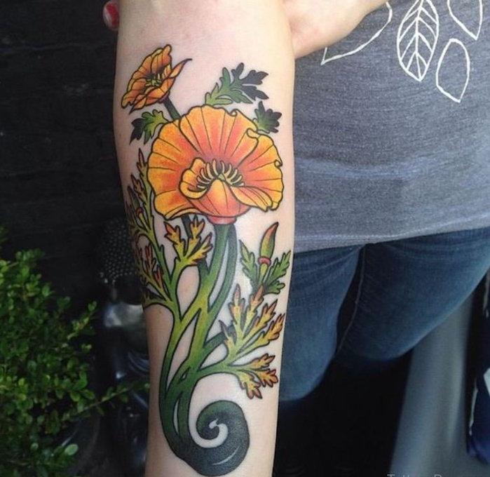 tatouage fleur avant bras jaune orange coquelicot