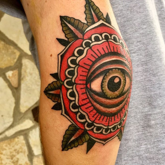 tatouage femme bras couleurs fleur vintage rouge