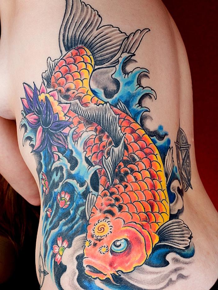 tattoo dos entier japonais femme poisson symbole japon couleurs