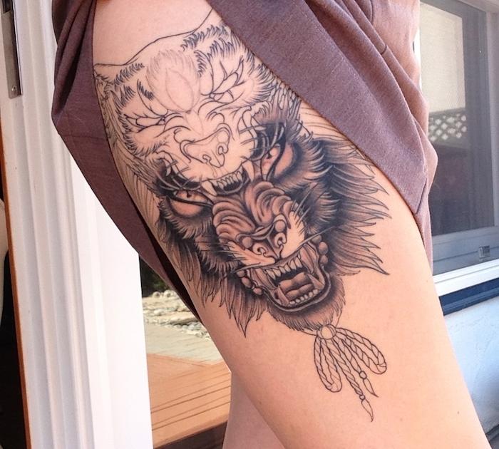 symbole tatouage, art corporel en encre, modèle de tatouage pour femme à design loup