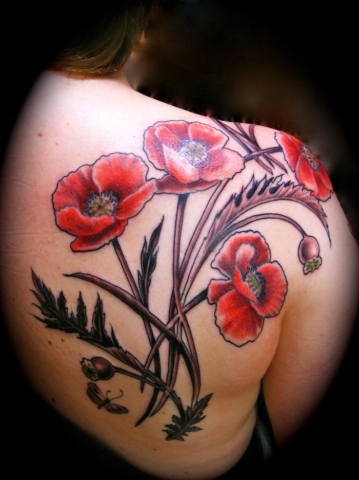 tatouage fleur épaule femme style coquelicots rouges