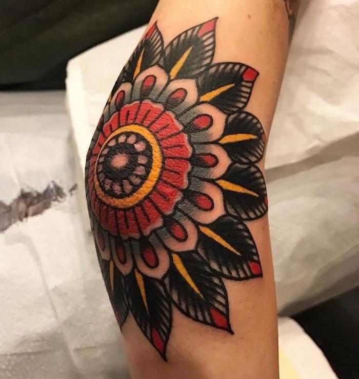 tatoo coude style vintage fleur mandala geometrique couleurs