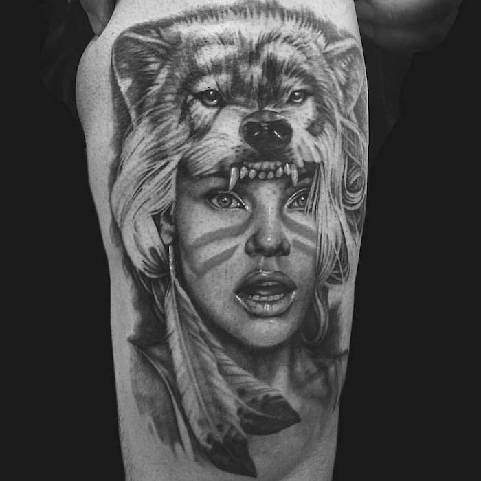 homme tatoué, dessin en encre avec viage femme tête de loup, idée tatouage symbolique