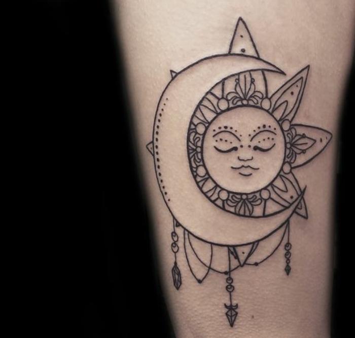 tatouage soleil et lune, soleil noir et lune blanche, joli dessin de tatouage symbolique