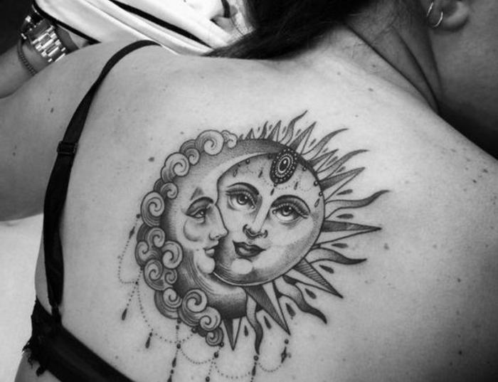 tatouage soleil et lune, une femme et un homme amoureux en forme de lune et de soleil