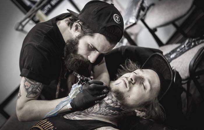 conseils tatouages robert borbas photo seance de tattoo