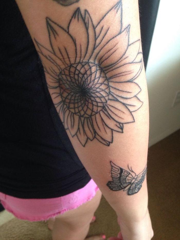 tattoo fleur de tournesol bras femme et tatouage fleurs coude