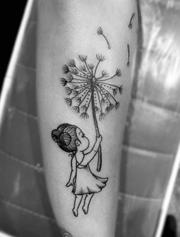 tattoo petite fille enfant et pissenlit tatouage sur le bras femme