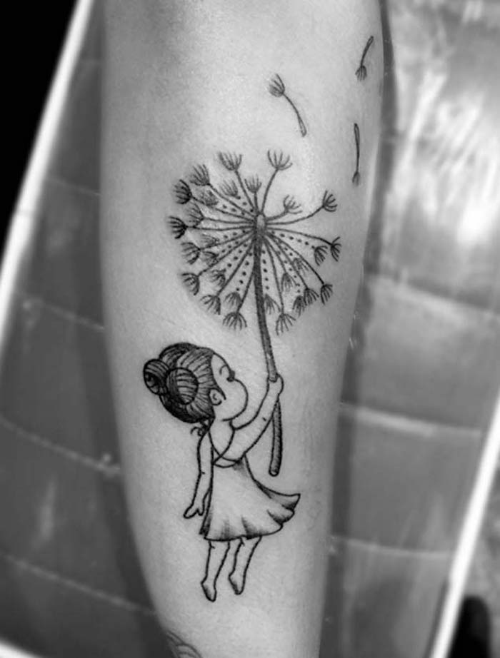 tatuaje niña Tatuaje de niño y diente de león en brazo de mujer