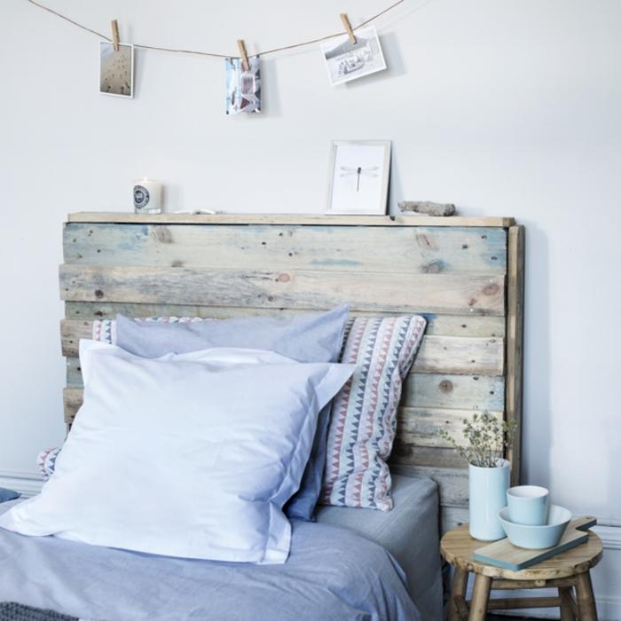 une chambre à coucher de style scandinave aux nuances pastel et en bois récup, idée pour une tete de lit en palette a faire soi meme